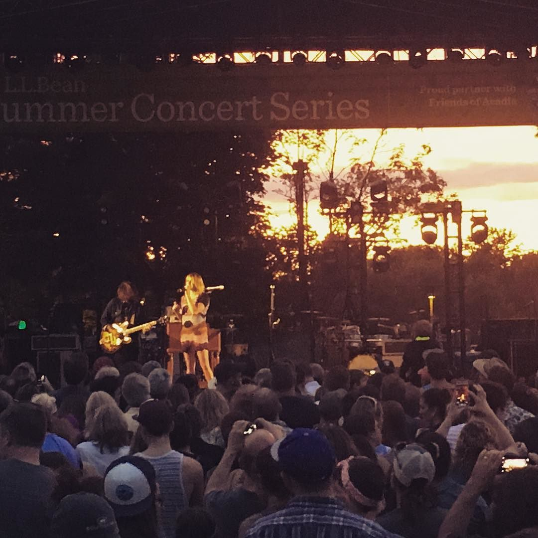 Not a bad sunset behind Grave Potter at a show from the LL Bean concert series in Freeport 🌅 #maine #gracepotter